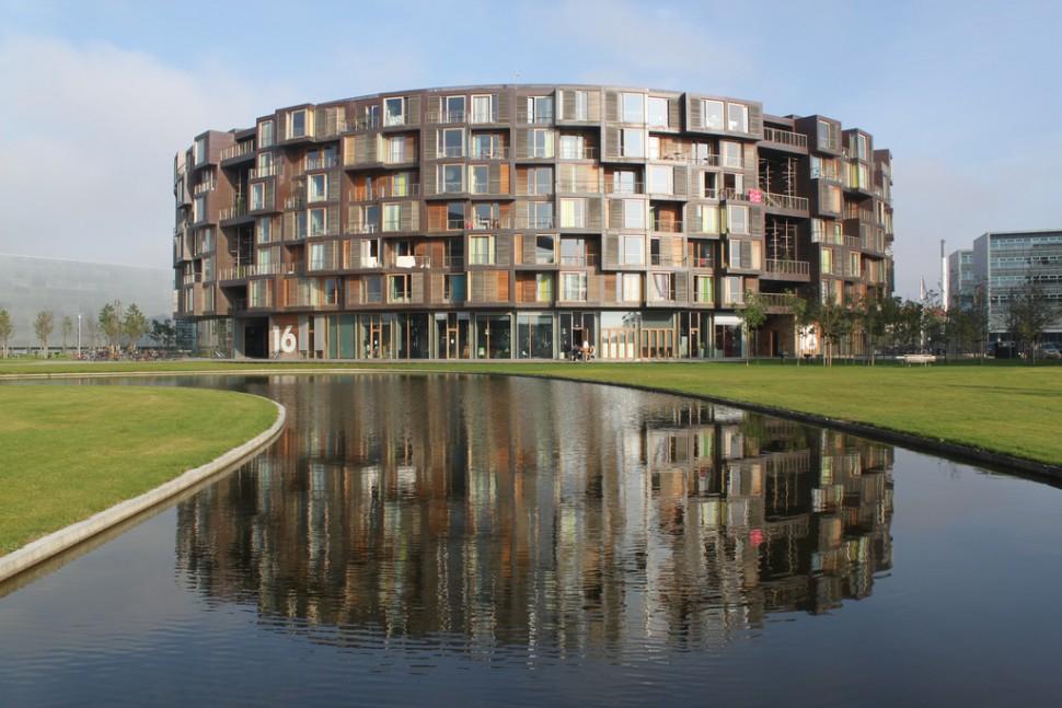 원통형으로 생긴 독특한 기숙사 Tietgen Kollegiet. 360개 방 가운데 10%가 교환학생에게 할당된다 (출처: 플리커 CC BY Jann Kuusisaari)