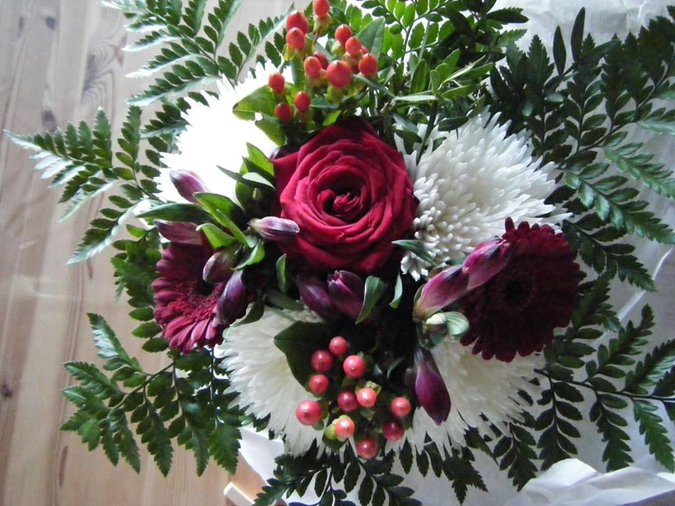 어머니날이나 아버지날에 드리는 꽃 장식 (사진: 탄야 닐슨)