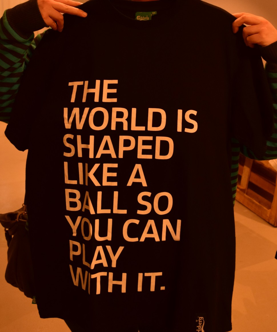 One of the many different kinds of t-shirts that you can find in the shop. The texts is always realtid to football or beer.