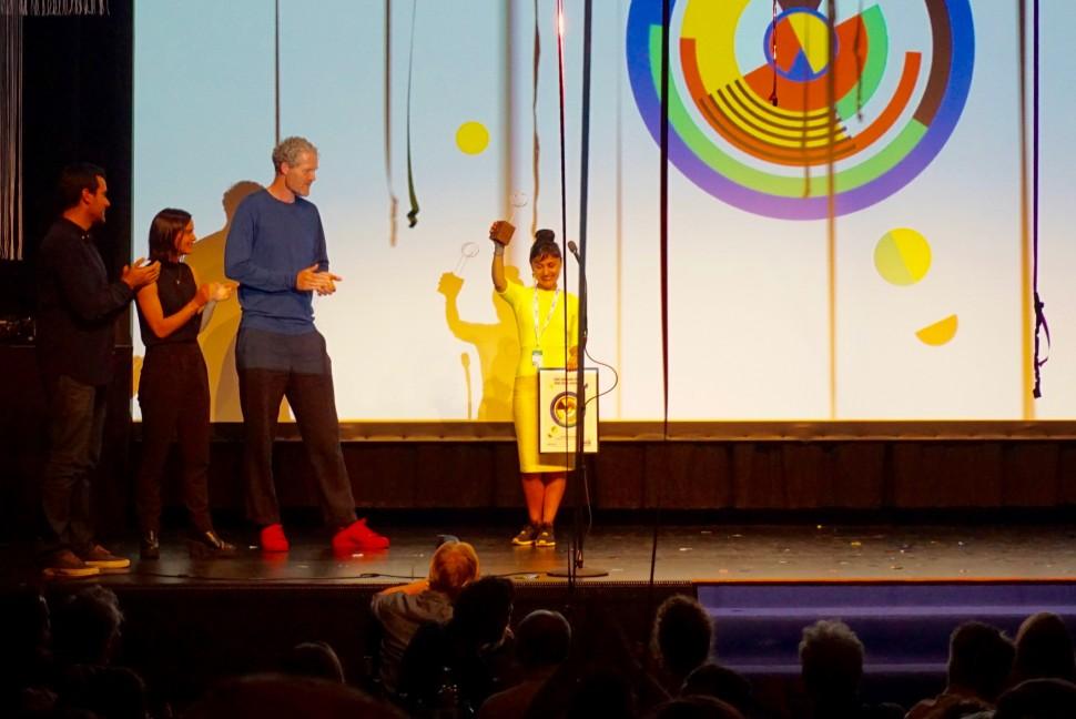 로 오덴세 국제영화제 2016에서 대상인 한스 크리스찬 안데르센 상을 받은 프랑스 감독 참나메 자리에브Chabname Zariab (사진: 김민희)