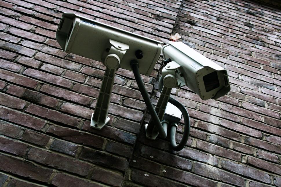 감시 카메라 (출처: 플리커 CC BY-SA Matt Baume)