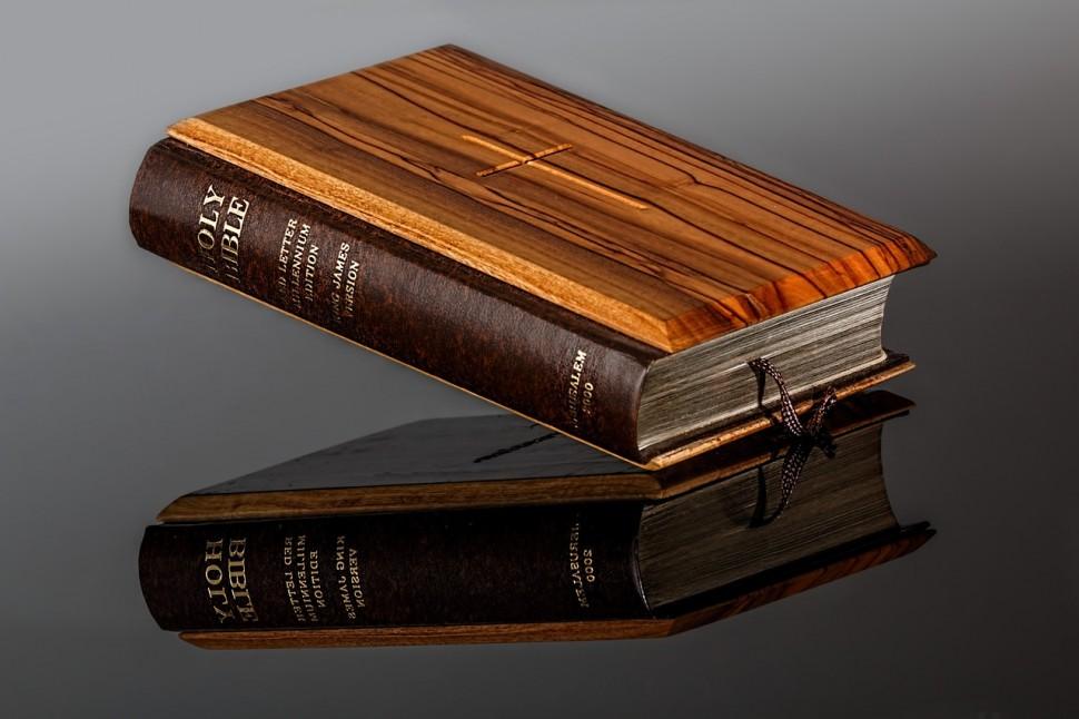 성경 (출처: 픽사베이 CC PD)