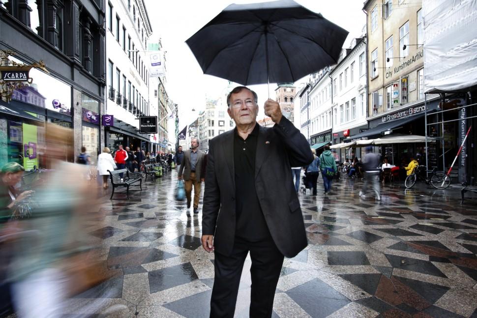 인문주의 건축 사조를 창시한 덴마크 건축가 얀 겔(Jan Gehl)이 자기 사상의 시발점인 스트뢰에 앞에 섰다(Gehl 제공)
