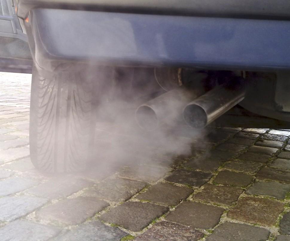 차량 배기가스(출처: 위키미디어커먼즈 CC BY-SA Ruben de Rijcke)