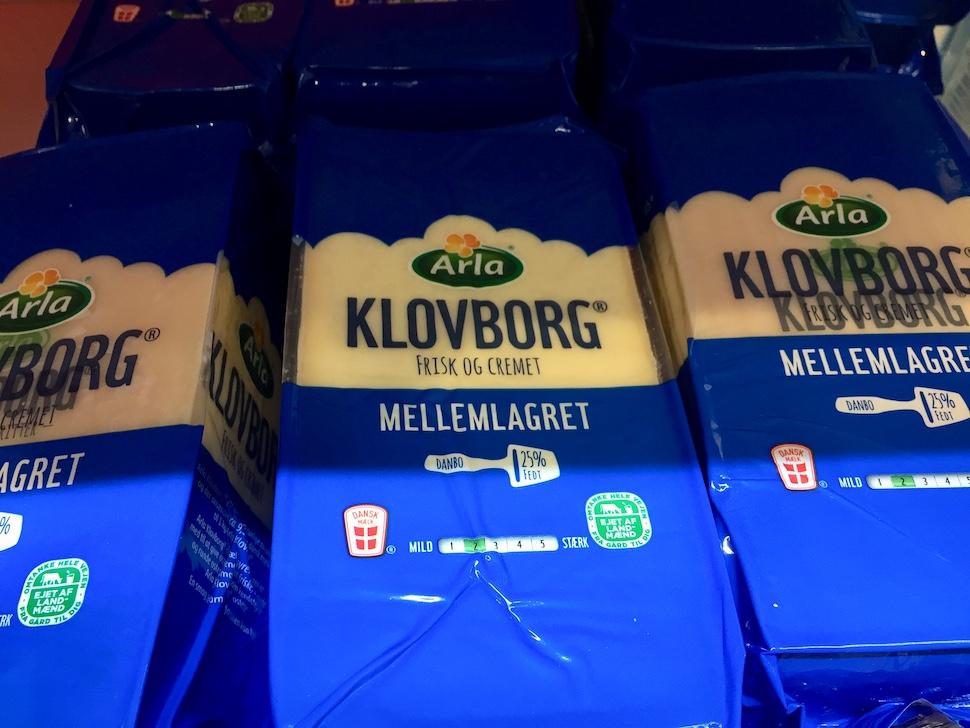 이산화탄소 배출량 감소 로고가 붙은 친환경 포장재를 사용한 알라 치즈 제품 (안상욱 촬영)